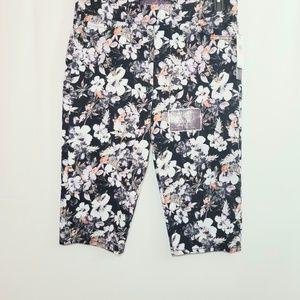 NWT Gloria Vanderbilt Floral Capri Pants